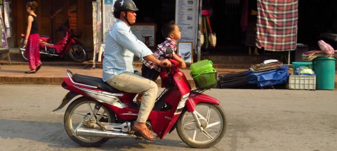 Laos – Luang Prabang – Mopeds