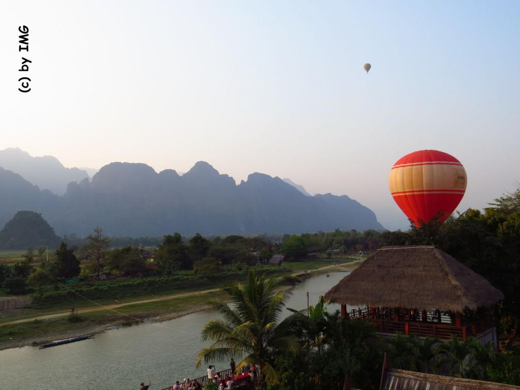 vang vieng-balloon