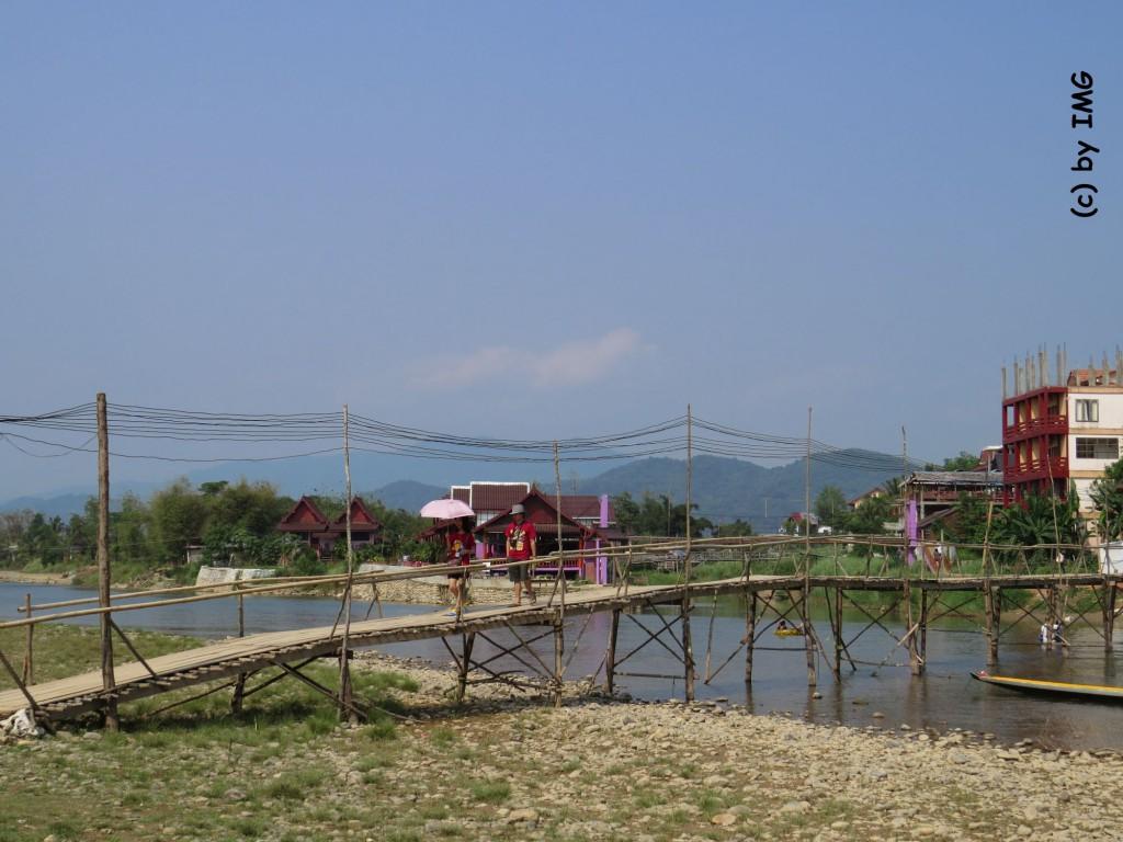 vang vieng-bamboo bridge