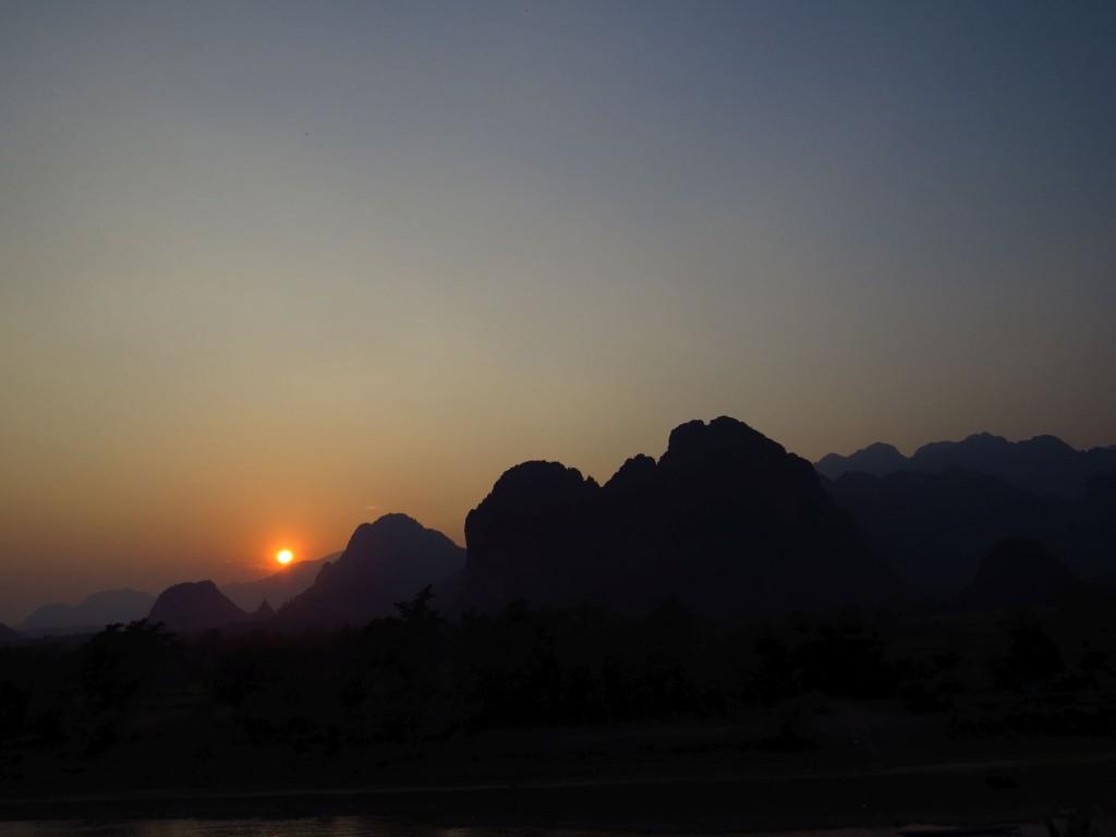 vang vieng-river-nam xong-sunset