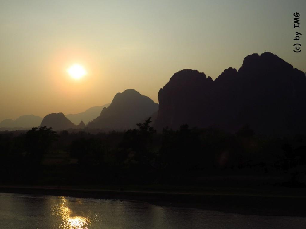 vang vieng-river-sunset