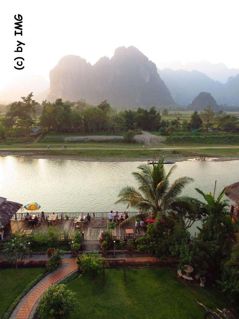 vang vieng-river-view