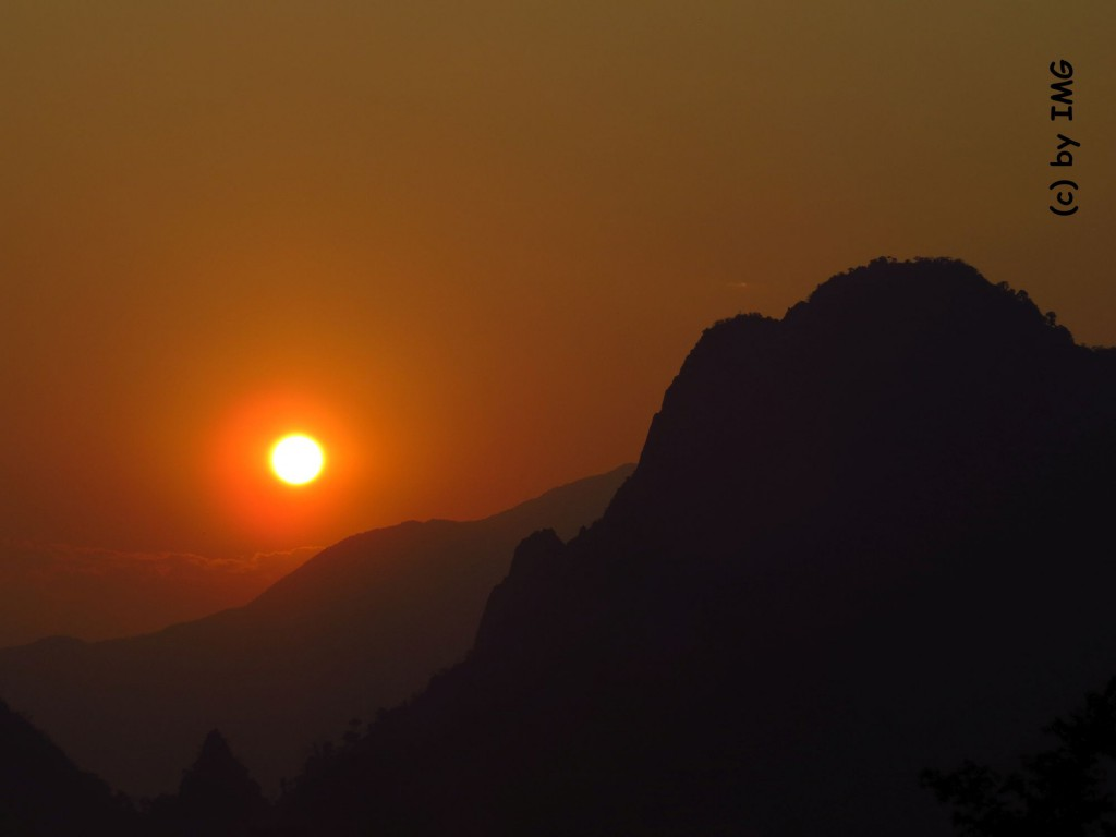 vang vieng-sunset