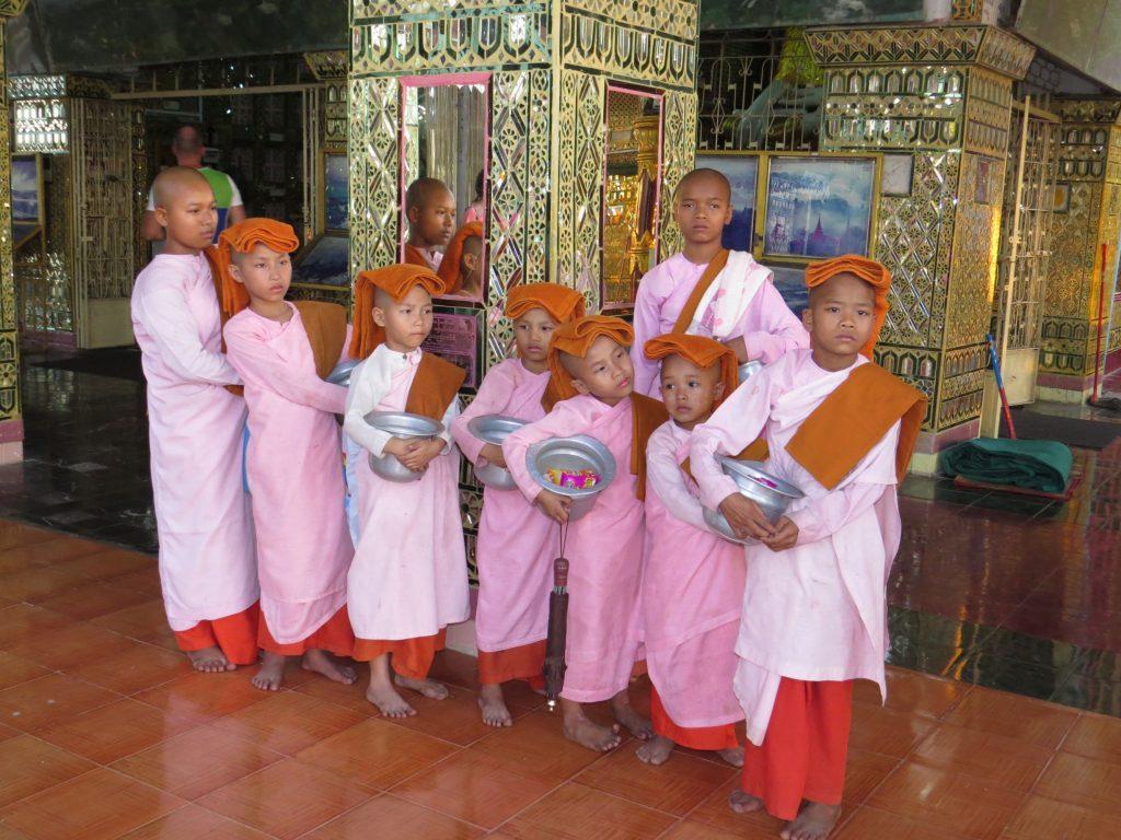 Nonnen, Mandalay Hill, Myanmar