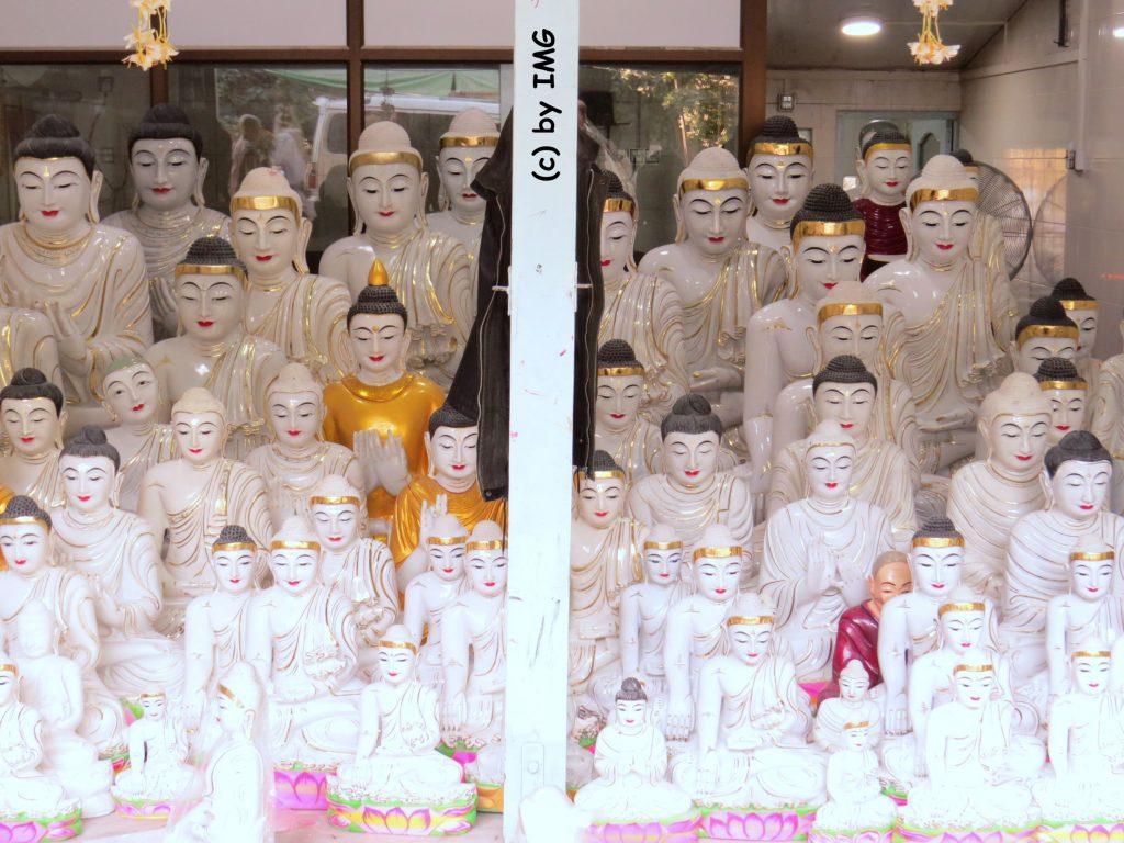 Mandalay Steinmetze Buddha