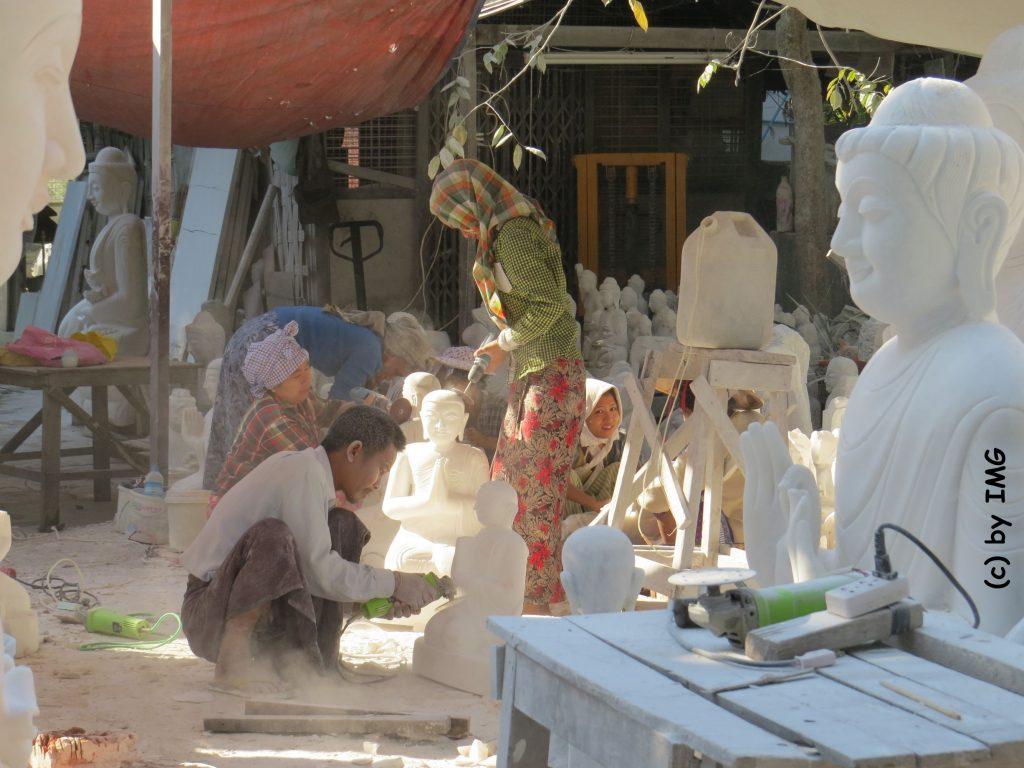 Steinmetzte Mandalay Buddha Marmor